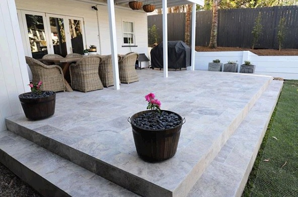 Alfresco travertine tile renovation