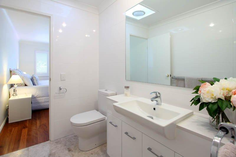 Mystic Pearl bathroom bardon